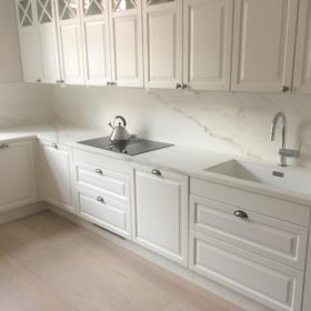 Kjøkken benkeplate i keramikk Larsen Super Blanco