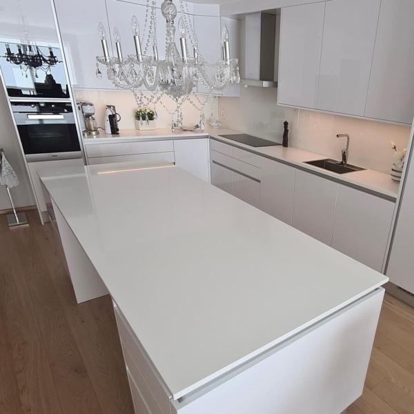 Köögitasapind ja köögisaar kvartsist Super White