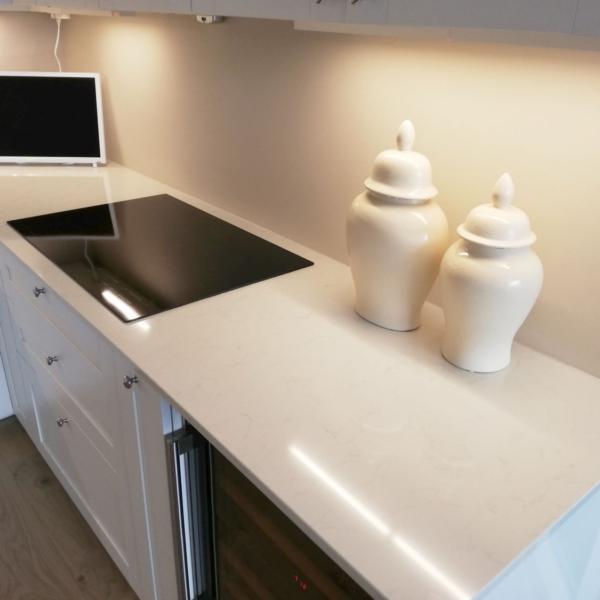 Kjøkken benkeplate i kvarts Carrara Quartz