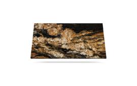 Black Taurus svart granitt benkeplate med vakre gule årer passer til bruk på kjøkkenet og bad