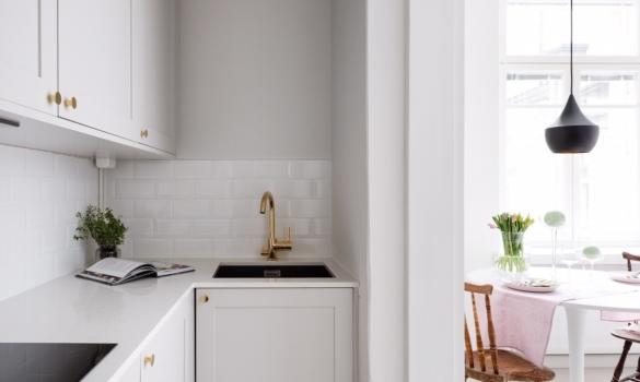 Kitchen countertop for fisnish private client made with quartz Carrara Quartz