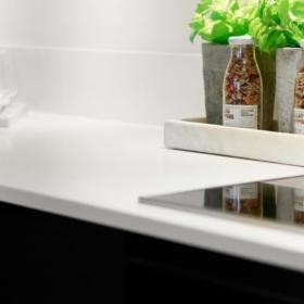 Kjøkken benkeplate i kvarts White Quartz