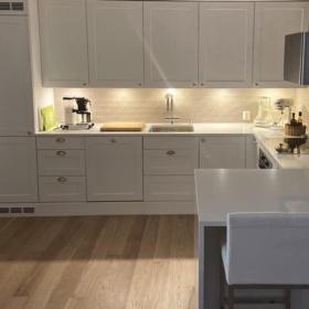 Kjøkken benkeplate i kvarts Super White