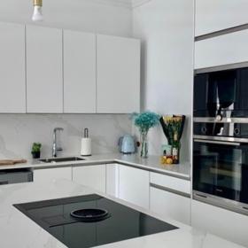 Köögisaar ja töötasapind kvartsist Carrara Quartz