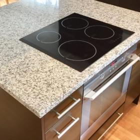 Bordplade af granit Bianco Sardo