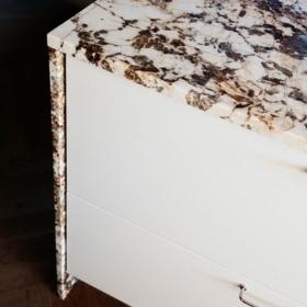 Kommode lavet af granit Blanc Du Blanc