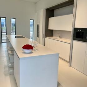 Köögisaar ja tööpind keraamikast Ice Blanco