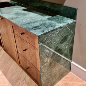Tööpind ja pritsmeliist marmorist Verde Guatemala